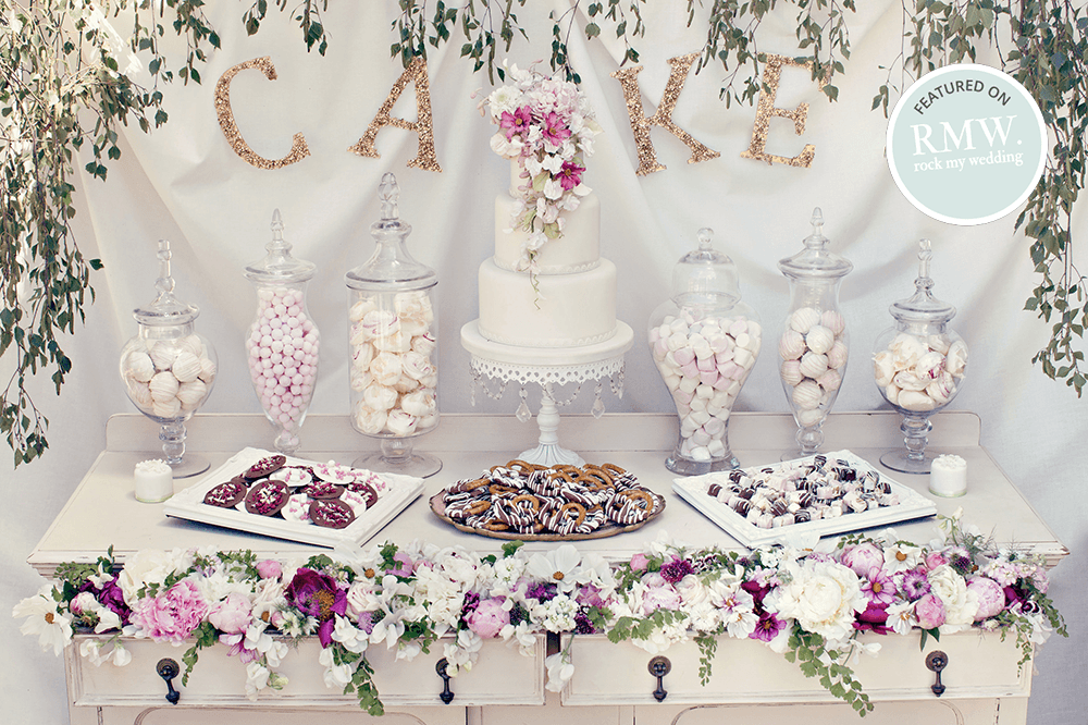 Vintage-botanical-dessert-table